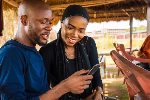 Les paiements mobiles connaissent déjà un succès important en Afrique, mais doivent être développés au niveau de la microfinance. (Photo: Shutterstock)
