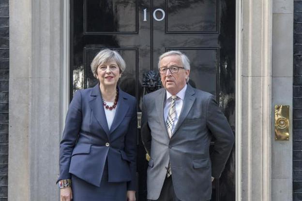 Theresa May recevait Jean-Claude Juncker chez elle mercredi dernier. L'entrevue aurait été amicale et constructive. Le contenu des discussions pas vraiment. (Photo: Crown - Jay Allen)