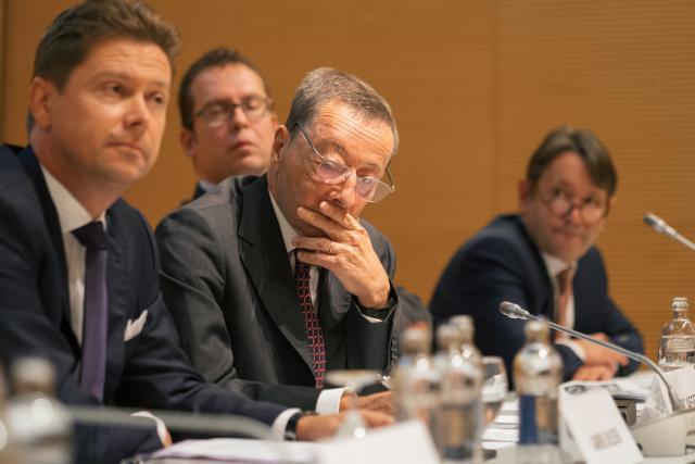 Avocats (Gabriel Bleser et Vincent Wellens, 1er et 3e à gauche), administration (Pierre Rauchs) et magistrats (Marc Jaeger) se sont retrouvés autour d'un thème encore peu repris par la politique luxembourgeoise. (Photo: Sébastien Goossens)