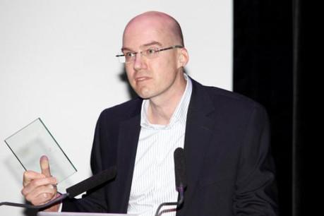 Xavier Buck, co-fondateur de DCLGroup, a reçu sa récompense devant près de 650 professionnels IT. (Photo: Olivier Minaire)