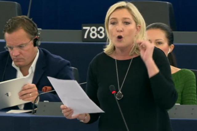 Fustigeant Jean-Claude Juncker pour être le prétendu ami de la finance, Marine Le Pen n'en est pas moins habile pour trouver les financements nécessaires à son parti en dehors des frontières de son pays. (Photo: DR)