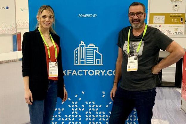 Elodie Trojanowski, CEO et co-founder de Luxfactory et Jérôme Grandidier, président et fondateur de Luxfactory, lors du montage du Luxembourg Village, dimanche à Las Vegas. (Photo: Luxfactory)