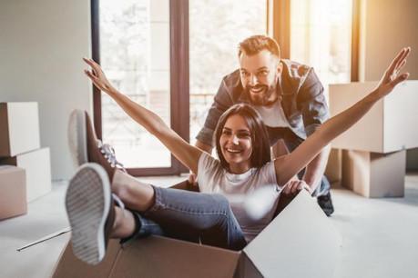 Ils sont nombreux à quitter le domicile parental avant 26 ans et à acheter leur bien avant 31 ans. (Photo: Shutterstock )