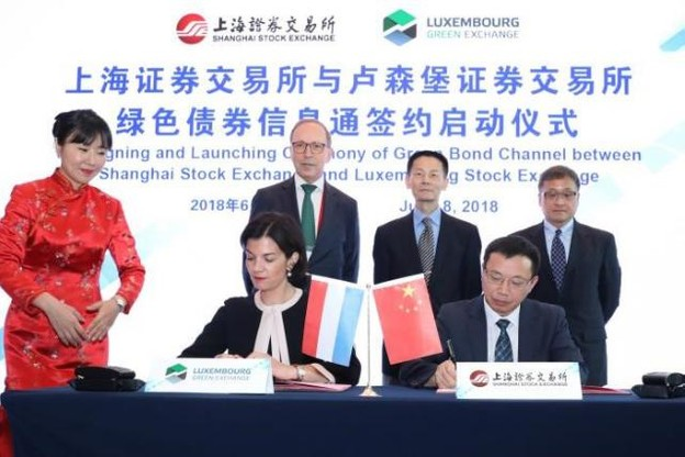 Julie Becker a signé pour le Luxembourg Green Exchange – la plate-forme de la Bourse dédiée aux marchés verts – l'accord avec le Shanghai Stock Exchange. (Photo: Bourse de Luxembourg)