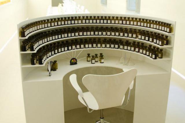 Un orgue de parfums. NFD travaille avec un catalogue de 450 parfums. (Photo: Licence CC)
