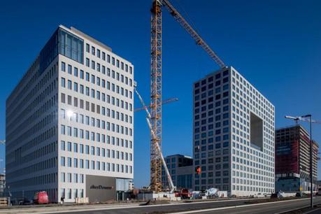 La prise de possession des nouveaux bureaux du personnel d'Alter Domus (à gauche sur cette photo) à la Cloche d'Or a dominé l'actualité cette semaine. (Photo: Nader Ghavami)