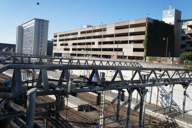 Pour remplacer la façade faite de béton, le cabinet WW+ a prévu d'installer des lamelles d'aluminium. Objectif: «améliorer l'image de cette partie de la ville». (Photo: Paperjam/DR)
