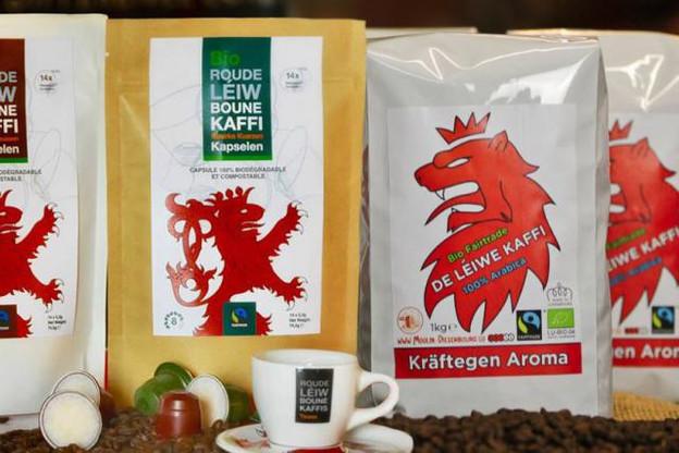 À gauche, les paquets de café «Roude Léiw Boune Kaffi» de Will Kreutz, et à droite, les paquets de café «de léiwe Kaffi» de Moulin Dieschbourg. (Création : Maison Moderne Studio)