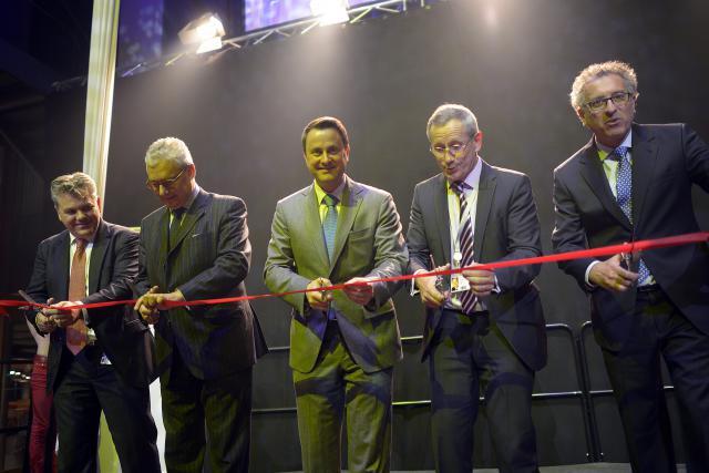 Le ruban officiel a été coupé avec le Premier ministre et le ministre des Finances.  (Photo Christophe Olinger)