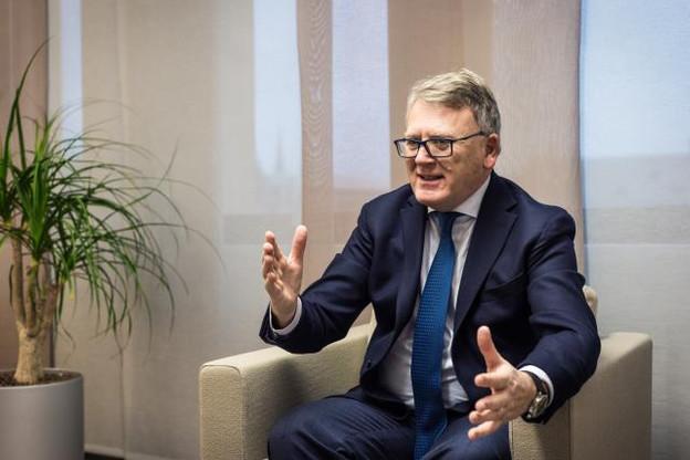 «Les normes internationales disent que le seuil de pauvreté se situe à 60% du salaire médian, or au Luxembourg, il se trouve que le salaire minimum net est en dessous de cette limite», indique le ministre du Travail, Nicolas Schmit. (Photo: Mike Zenari)