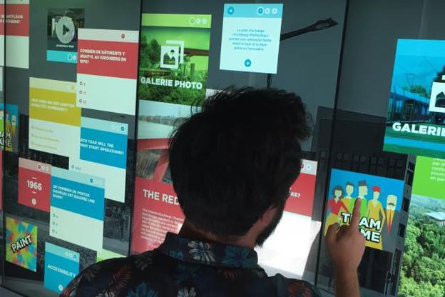 Plus de 80 éléments interactifs sont présentés via l'écran géant tactile dans l'exposition dédiée aux chantiers du tram. (Photo: Paperjam/DR)