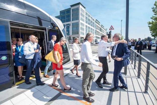 Pierre Gramegna, ministre des Finances, était lui aussi présent ce vendredi pour l'inauguration des nouvelles stations du tram, au même titre qu'une vingtaine d'autres politiques, dont François Bausch et Lydie Polfer. (Photo: Anthony Dehez)