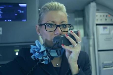Le métier de cabin crew demande avant tout des compétences en matière de communication. (Photo: Luxair / video)