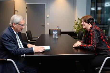 Jean-Claude Juncker est satisfait de l'entretien d'embauche avec Violeta Bulc. Il souhaite l'intégrer vite à sa Commission. (Photo: PPE/Twitter)