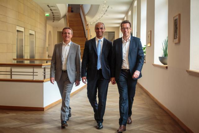 Dominique Roger (ALD Luxembourg), Tachfine Bekkari (CFO d'ALD Luxembourg et trésorier du groupe) et Gilles Momper (CFO groupe). (Photo: Matic Zorman)