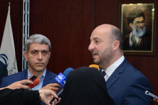 Le ministre iranien de l'Économie, Ali Tayebnia – ici avec son homologue Étienne Schneider, alors en visite à Téhéran –,  s'est opposé au gel américain des avoirs de la Banque centrale iranienne. En vain. (Photo: DR)