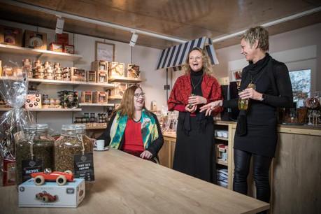 Lut Laget, Isabelle Saint-Antoine et Virginie Kuenemann se sont rencontrées, le temps d'une séance photo, au magasin de Virginie. (Photo: Edouard Olszewski)
