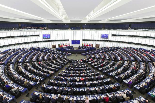 Malgré les explications fournies par Günther Oettinger, la nomination express de Martin Selmayr n'a pas convaincu les eurodéputés, qui dénoncent globalement une atteinte à la crédibilité des institutions européennes. (Photo: Parlement européen)