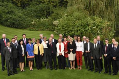 Jean-Claude Juncker montre la voie à ses commissaires. Les médias européens, eux, regardent le doigt... (Photo: Commission Européenne)