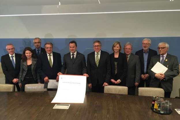 Pour la première fois au Luxembourg, la sécurité routière devient une priorité nationale, avec la signature d'une charte qui engage directement la responsabilité politique du Premier ministre. (photo: paperJam)