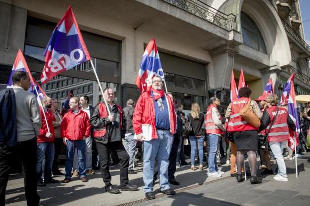 Romain Daubenfeld, au premier rang des manifestants, donne à l'exploitant jusqu'à Pâques pour trouver une solution. (Photo: Maison Moderne)