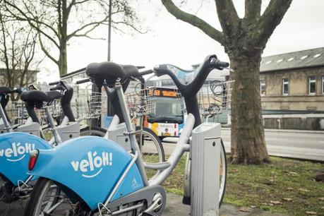 Les premières stations équipées de vélos à assistance électrique seront disponibles à partir du 30 novembre, «selon les prévisions de JCDecaux», assure Lydie Polfer. (Photo: Mike Zenari/ archives)