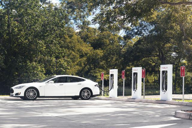 Les voitures électriques, comme la Tesla S, bénéficieront d'un abattement important. (Photo: Tesla)