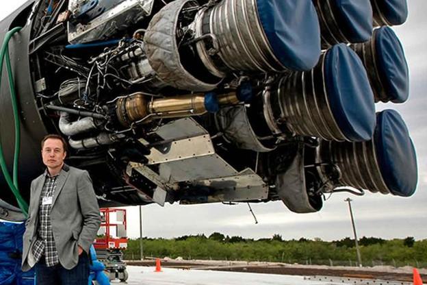 Dans l'espace mais les pieds sur terre, Musk est un moteur économique, bourré d'énergie alternative. (Photo: SpaceX)