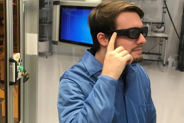 Directions GPS, cours en bourse, résultats sportifs, titres de presse, notifications… ces lunettes intelligentes projettent des informations visuelles via une requête vocale. (Photo: Vuzix Corp)