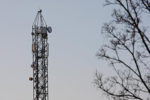 Un nouveau réseau, c'est aussi de nouvelles antennes. Le réseau LoRa en exige toutefois moins que pour la téléphonie mobile. (Photo: Luc Deflorenne / archives)