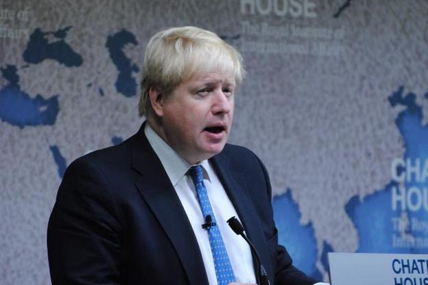 «Je ne dis pas que j'accepterai l'interprétation de Michel Barnier sur ce que doivent être nos obligations, mais que nous devons les remplir», a indiqué Boris Johnson au micro de la BBC. (Photo: Chatham House)