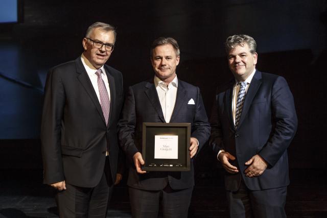 C'est vers 22h mardi soir que le nom du grand lauréat du Paperjam Top 100 2016 a été dévoilé. Le prix a été remis à Marc Giorgetti par le président du jury Victor Rod à (gauche) et John Parkhouse, CEO de PwC Luxembourg. (Photos: Maison Moderne)