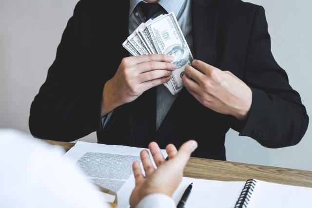 L'argent blanchi peut parfois soutenir des activités terroristes. (Photo: Shutterstock)