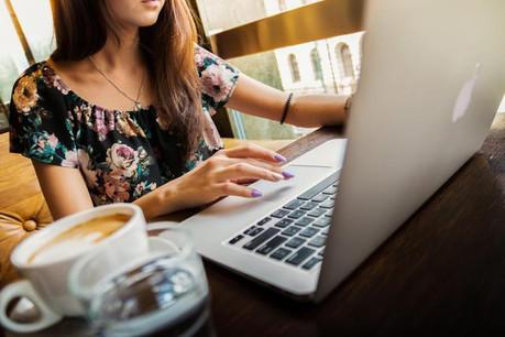 Une étude menée par le cabinet Accenture Strategy montre que seuls 25% des jeunes diplômés souhaitent travailler dans un grand groupe et que 72% de ceux qui y travaillent se sentent sous-utilisés. (Photo: Licence C.C.)