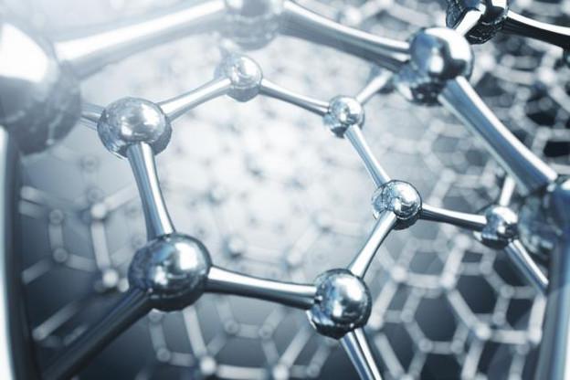 Virginie Simon: «Les nanotechnologies peuvent aussi augmenter l'efficacité d'un traitement existant, tout en limitant les effets secondaires.» (Illustration: Artemegorov)