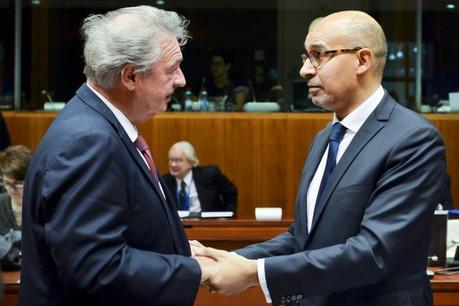 Affichant sa solidarité avec la France, ici avec Harlem Désir, secrétaire d'État aux Affaires étrangères, Jean Asselborn a appelé à ne pas faire d'amalgame dans le contexte actuel. (Photo: Union européenne)