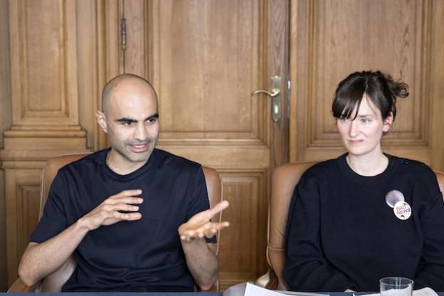 Les artistes Pasha Rafiy et Laurianne Bixhain présentent leurs projets. (Photo: CNA)