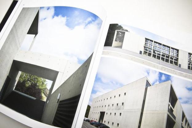 Dans ce livre, on retrouve les réalisations phares du bureau, mais aussi des projets non réalisés. (Photo: Maison Moderne Studio)