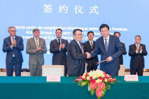 Signature d'un shareholders' agreement pour la compagnie de fret aérien Henan Cargo entre Cargolux et HNCA en juin 2017. (Photo: SIP / Charles Caratini)