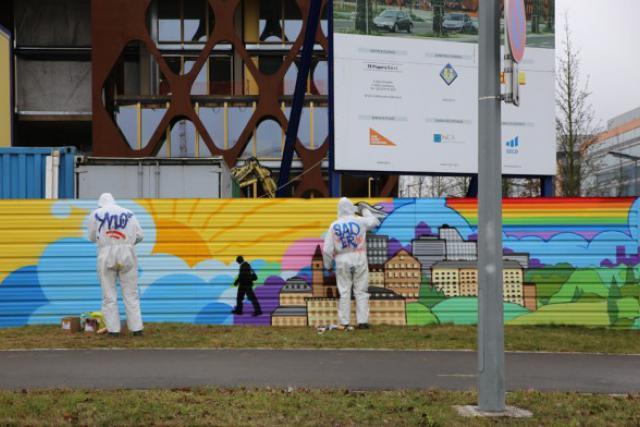 C'est un graffiti plutôt décoratif que KPMG Luxembourg a voulu sur les palissades de son chantier.  (Photo: KPMG)