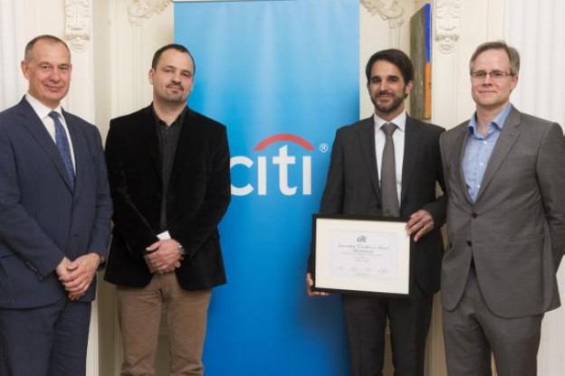 Pierre Sorlut, entouré des deux autres finalistes (Nicolas Raulot et Christophe Langenbrinck), avec Charles Denotte (Citi) (Photo : Filip Van Loock)
