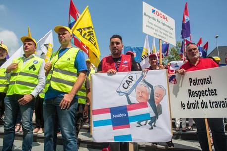 Un piquet de protestation contre le système de plafonnement avait été organisé le vendredi 8 juin, devant le siège de la banque. (Photo: Matic Zorman / archives)