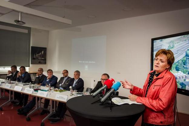 Parmi les nombreuses personnalités présentes, la bourgmestre d'Esch, Vera Spautz, a insisté sur l'intérêt du projet pour le développement du sud du pays. (Photo: Nader Ghavami)