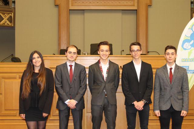 L'actuel bureau exécutif du Parlement des jeunes: Elisha Winckel, la présidente; Pierre-Antoine Klethi, Christophe Mersch, Sara Freixo et Ken De Sousa. (Photo: Jeugend Parlament)
