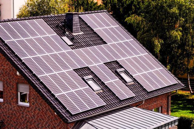 Au Luxembourg, un projet de loi visant à autoriser les particuliers à réserver une part de leur production électrique pour leur propre consommation a été présenté par Étienne Schneider. (Photo: Shutterstock)