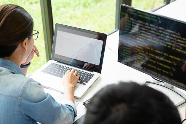 Si le profil de développeur figure sans conteste en haut de cette liste des «most wanted», c'est en raison de l'augmentation constante de la demande en softwares. (Photo: Shutterstock)
