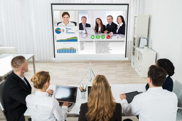 Replacez la relation humaine au cœur de votre dispositif multicanal. Découvrez 6 raisons d'adopter la vidéoconférence dans la relation client. (Photo: Post Luxembourg)