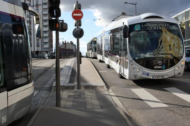 Le projet du MDDI prévoit la mise en place d'un réseau de bus à haute capacité, qui bénéficiera de voies réservées, comme c'est déjà le cas à Metz ou à Nancy, par exemple. (Photo: Licence C.C.)