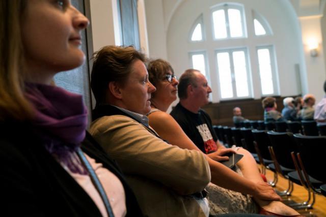Natacha F., Tatiana K., Danielle H. et son époux Christian S. comparaîtront les 9, 10 et 11 janvier à la reprise du procès ajourné en raison de l'absence de témoins cruciaux, en l'occurrence les agents du ministère de l'Éducation nationale. (Photo: Sven Becker)
