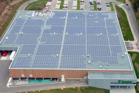 Parmi les réalisations de Solartec, le système photovoltaïque partagé sur le toit du Cactus Redange. (Photo: Solartec)
